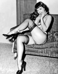 Betty Page, artista e PinUp, simbolo negli anni '50 di una sessualità giocosa e libera da moralismi