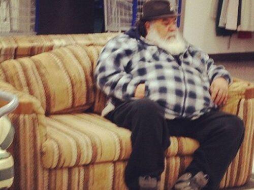Uomini sul divano. Il Natale delle famiglie patriarcali