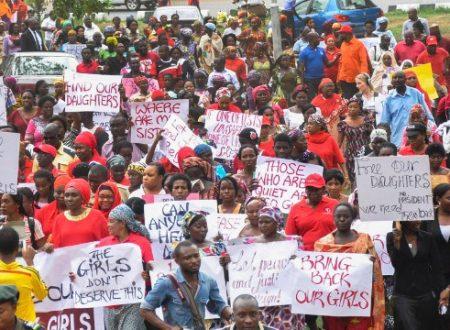 STUDENTESSE RAPITE IN NIGERIA: LA MARCIA DELLE MADRI, GLI USA E #BRINGBACKOURGIRLS